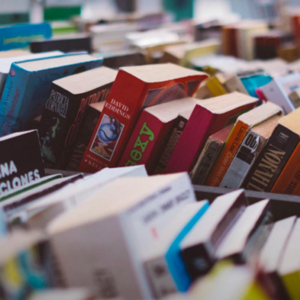 Mercati: vendita di libri e materiali usati